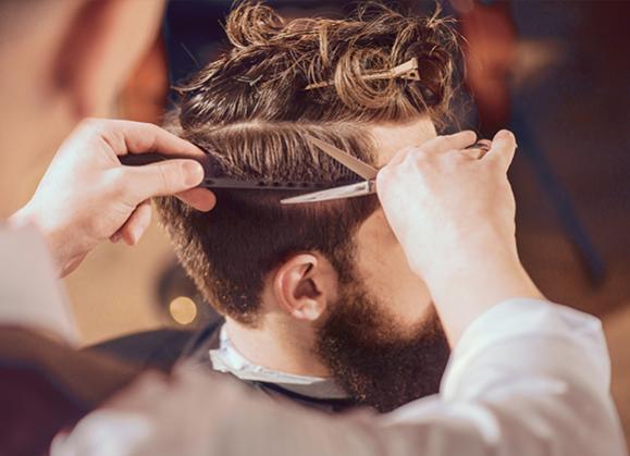 coiffure cheveux hommes avec motif